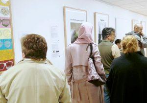 Rundgang durch die Ausstellung Ich bin richtig im Haus Vielinbusch